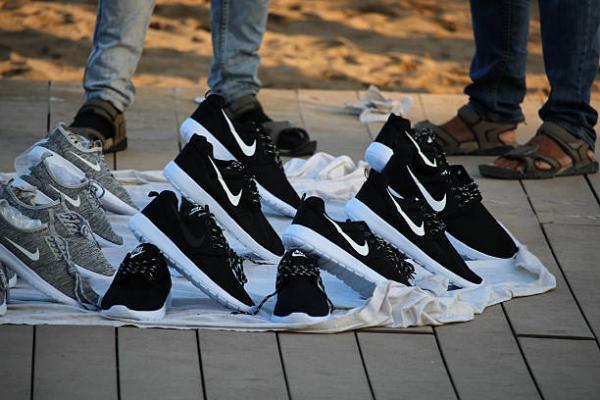 how to check original nike shoes